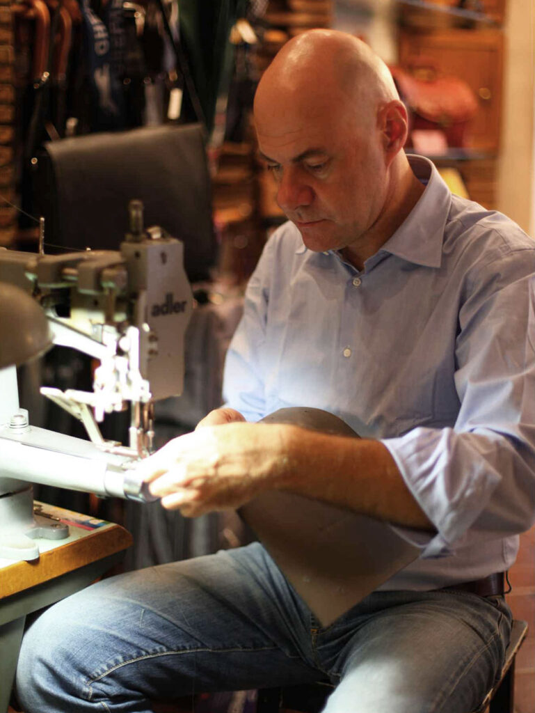 Riccardo Mancini leather craftsman in Rome, Mancini Lerather Since 1918