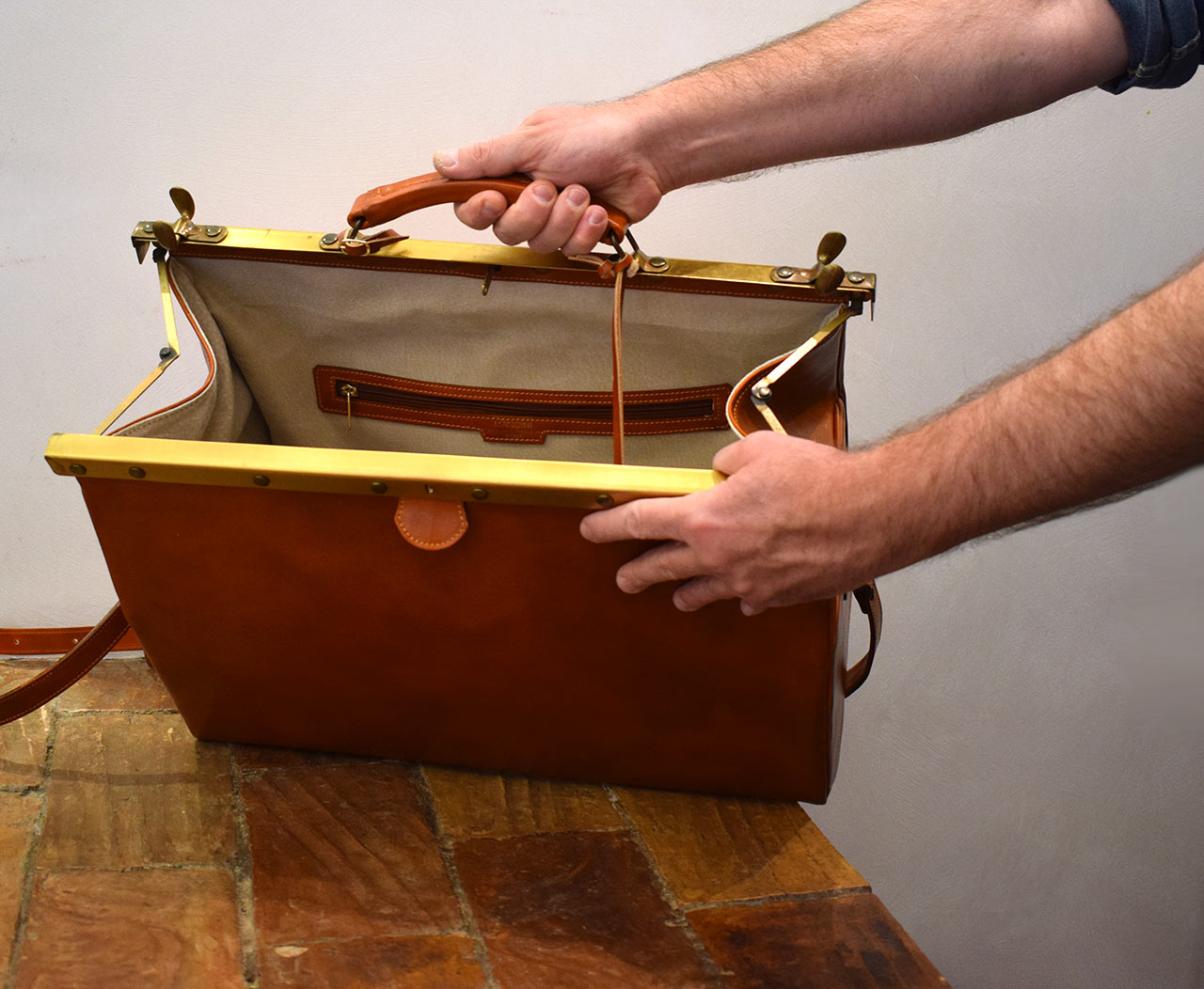Italian leather handmade travel bag - Mancini Leather Since 1918